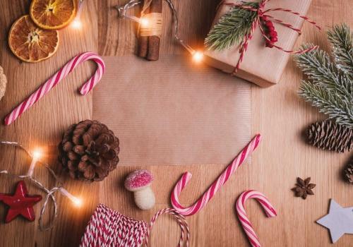 Un Natale sostenibile: luci, decorazioni e pacchetti green