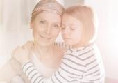 Cancro: 5 consigli per affrontare l'argomento coi figli