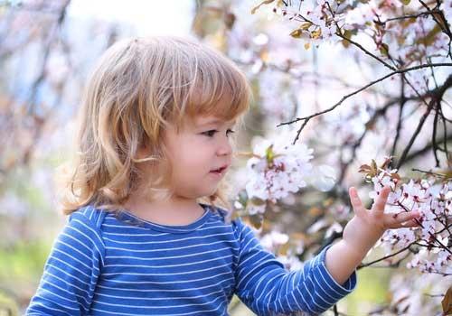 bambina nella natura